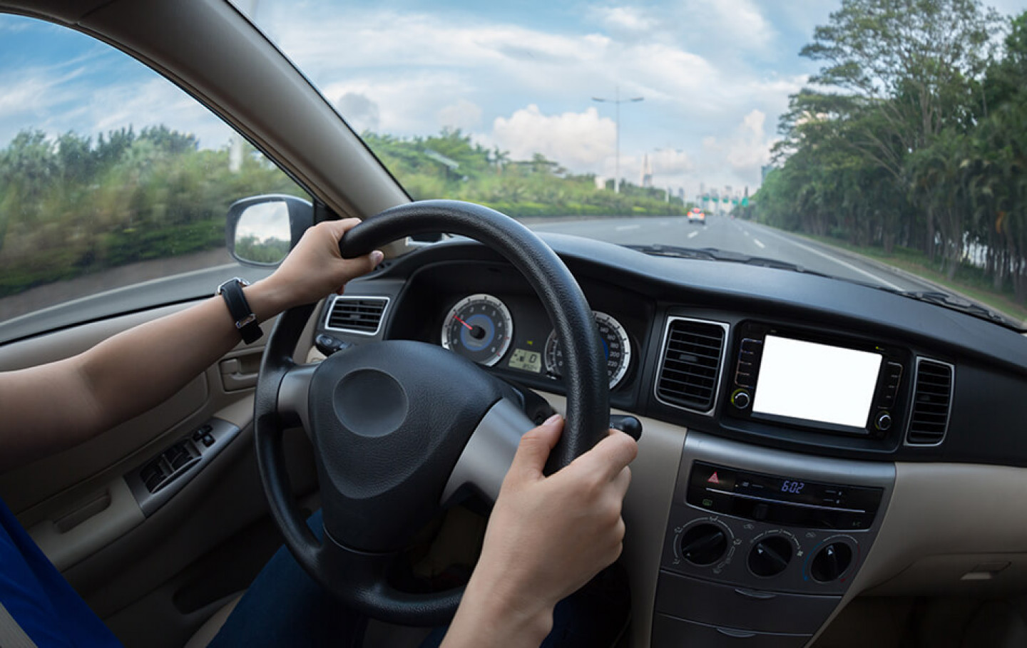 How-to-avoid-windshield-replacement