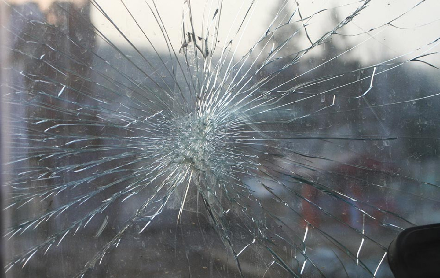 cracked-windshield-after-car-accident
